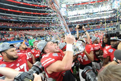 Cotton Bowl: No. 8 Wisconsin hands Western Michigan 1st loss