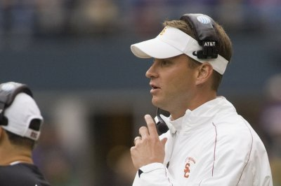Report: FAU coach Lane Kiffin offers scholarship to 7th-grader