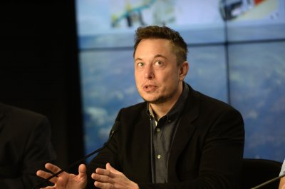 With vote of confidence, Musk stays on Tesla board