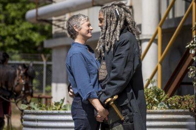Ezekiel embraces Carol in 'Walking Dead' Season 9 photo