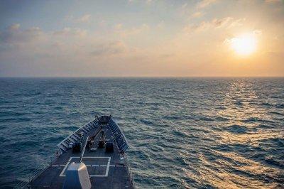USS Chancellorsville sails through Taiwan Strait
