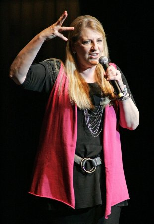 Comedian Lisa Lampanelli says she lost 106 pounds, weighs 142 now