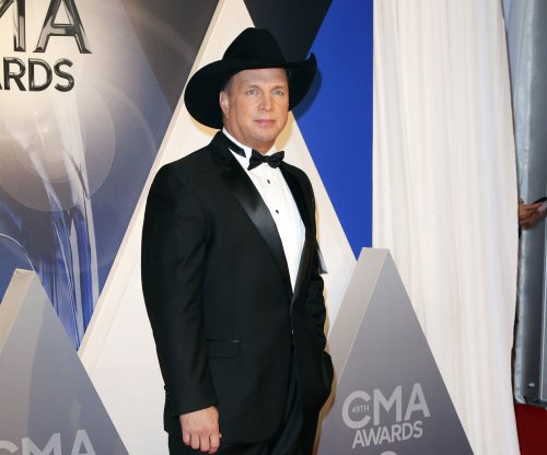 Garth Brooks postpones studio album, blames songwriting