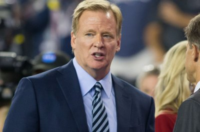 Commissioner Roger Goodell signs five-year extension