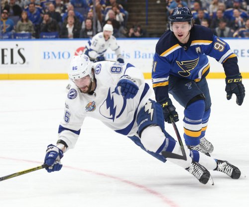 Tampa Bay Lightning take over top spot by beating St. Louis Blues