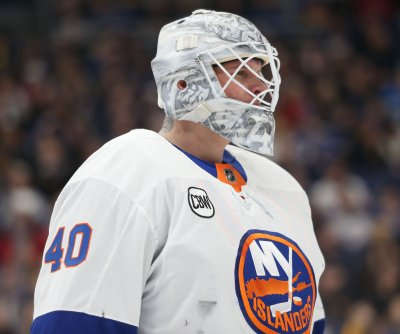 Golden Knights acquire goalie Robin Lehner in trade with Blackhawks