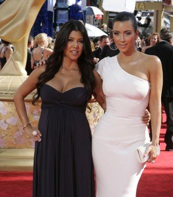 Kourtney Kardashian gives birth to son
