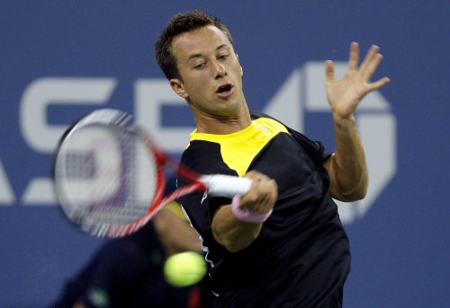 Kohlschreiber wins in three sets in France