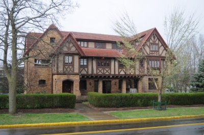 Wesleyan requires frats to go co-ed in 3 years