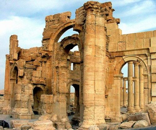 Islamic State destroys historic Palmyra arch