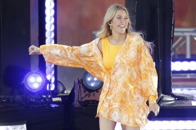 Ellie Goulding performs, teases new music on 'Good Morning America'