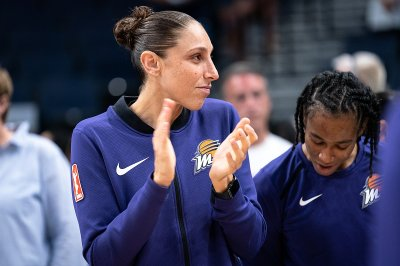 Mercury's Diana Taurasi out at least four weeks with fractured sternum