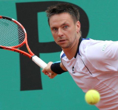 Soderling ousts Federer at French Open