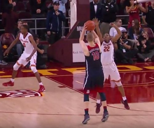 Arizona tops USC to stretch win streak to 11