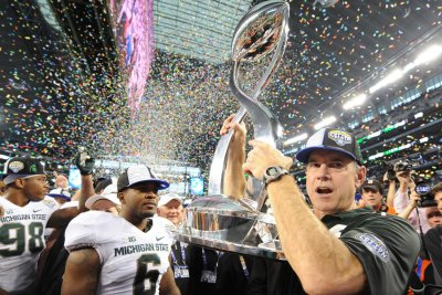 Michigan State's Dantonio has no plans to resign