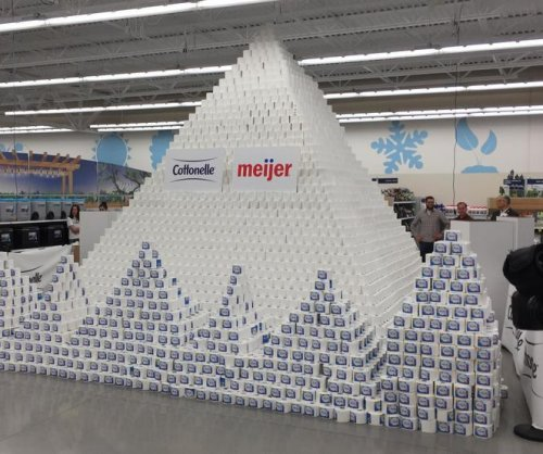 Guinness record-breaking toilet paper pyramid built in Wisconsin
