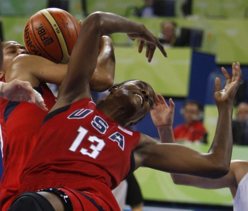 U.S. women coast into basketball semis