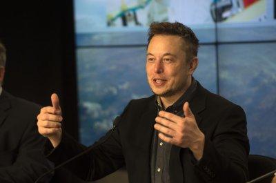 Tesla executives quit; CEO Elon Musk appears to smoke pot