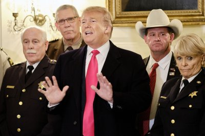 Lawmakers try again to avoid shutdown as Trump touts wall to sheriffs