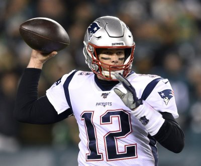 New England Patriots QB Tom Brady dealing with right elbow injury