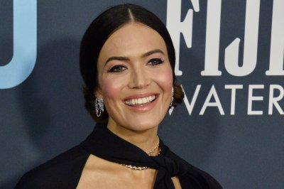 Mandy Moore releases two holiday songs