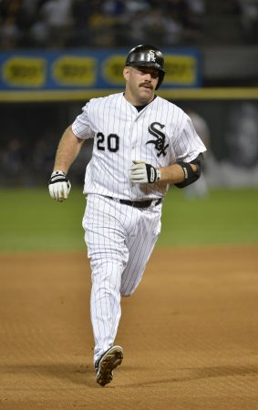 Youkilis signs with Yankees