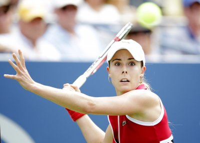 Cornet upsets Serena Williams in Dubai semifinals