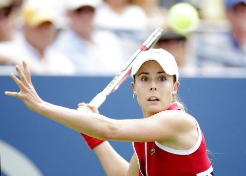 Cornet upsets Serena Williams in Dubai semifinals