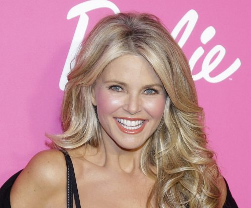 Christie Brinkley congratulates ex Billy Joel on new marriage