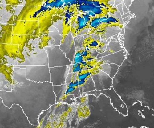 Severe weather: Heavy snow in Midwest; Tornadoes in Southeast; Airports and freeways close