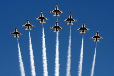 Pilot ejects after F-16 from USAF graduation flyover loses engine power