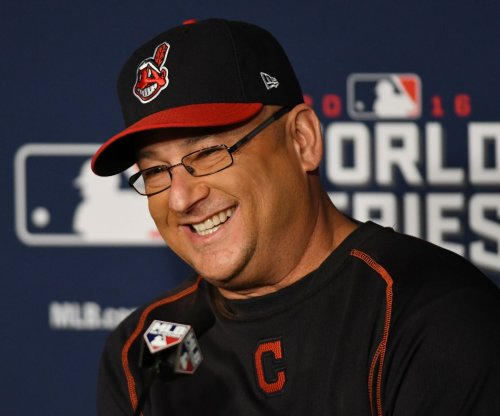 Terry Francona, Dave Roberts win Manager of Year honors