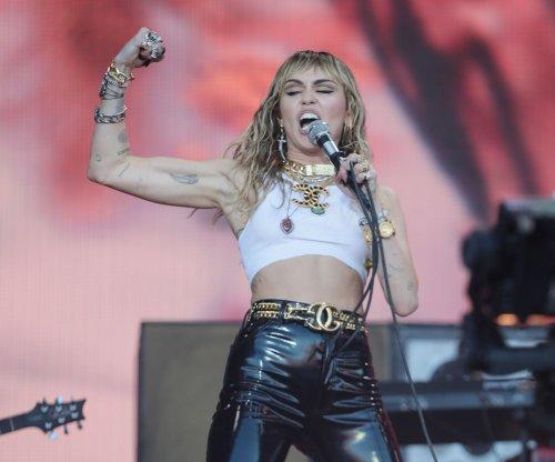 Miley Cyrus to release 'Plastic Hearts' album in November
