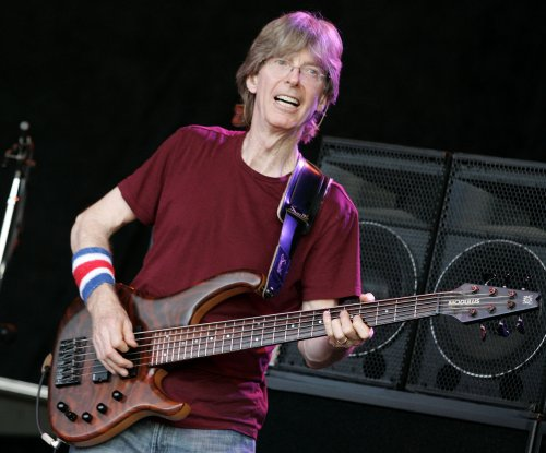 Grateful Dead legend Phil Lesh undergoing treatment for bladder cancer