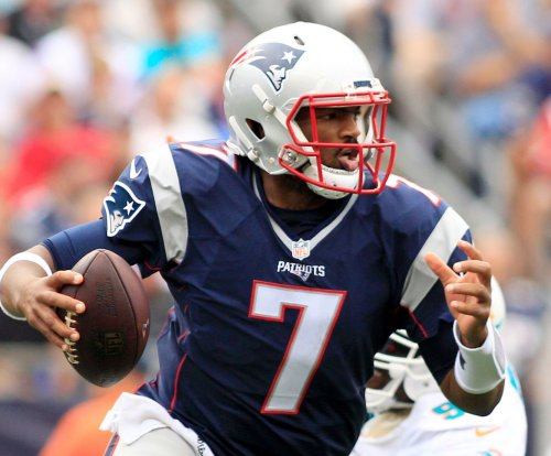 Jimmy Garoppolo injured but New England Patriots hold on to beat Miami Dolphins