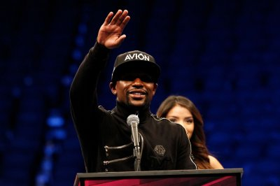 Floyd Mayweather continues beef with 50 Cent