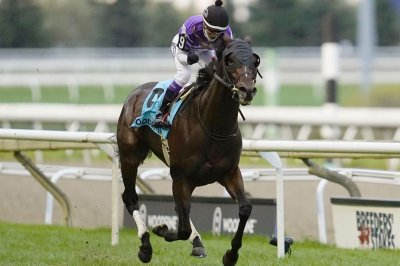 Contrail sweeps Japanese Triple Crown, Mighty Heart fails in Canada