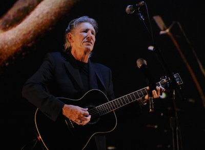 Waters tour to mark 30 years of 'The Wall'