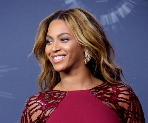 Tempers flare on Twitter as photos leak of Beyoncé without makeup