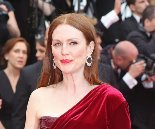 Julianne Moore calls for her old high school to drop its Confederate general name