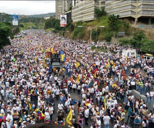 Protesters flood Caracas, Venezuela, demanding referendum to recall Maduro