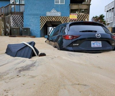'No-name nor'ester' buries parts of Carolina coast in sand