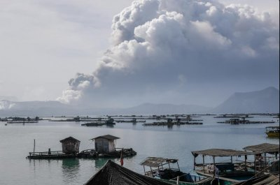 Fearing imminent eruption, Philippines officials evacuate 450,000