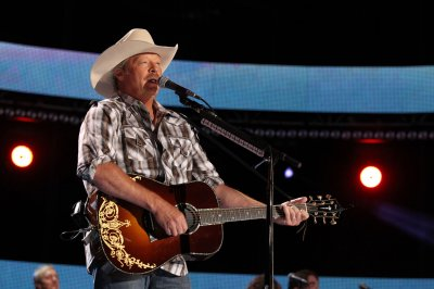 Alan Jackson, Kid Rock to perform at SeaWorld this weekend