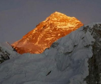 Report: Two more found dead on Everest; American climbers march for summit