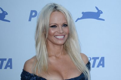 Pamela Anderson speaks out against porn, calls it a 'public hazard' that's for 'losers'