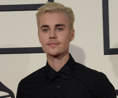 Justin Bieber visits ex-girlfriend Selena Gomez at her home