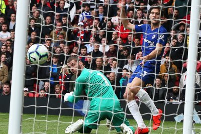 Manchester United goalie David de Gea has another brutal blunder, allows Chelsea goal