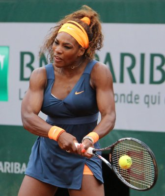 Serena Williams roars into French Open quarterfinals