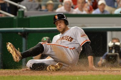 Giants agree to new contract for outfield Hunter Pence